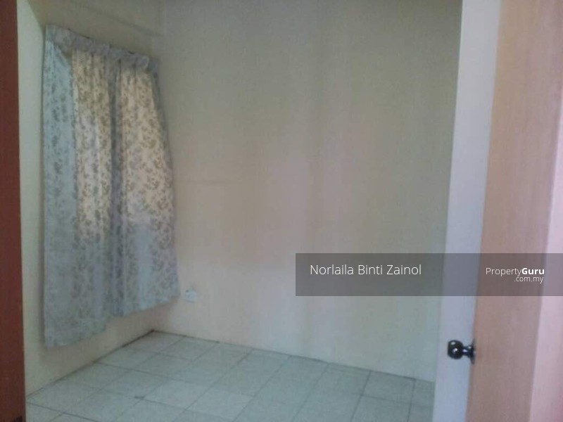 http://n3.datasn.io/data/api/v1/n3_chennan/apartments_for_rent_in_malaysia/by_table/apartment_image_access/b0/62/69/97/b06269972a574f7096eb1be2fd4d3c3a160d9fbc.jpg